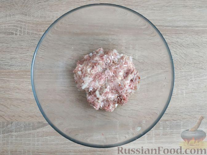 Фото приготовления рецепта: Запеканка из кабачка с мясными фрикадельками - шаг №4