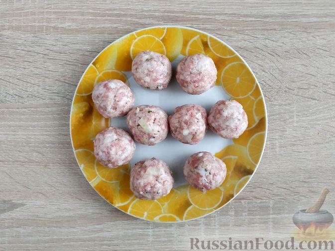 Фото приготовления рецепта: Запеканка из кабачка с мясными фрикадельками - шаг №5