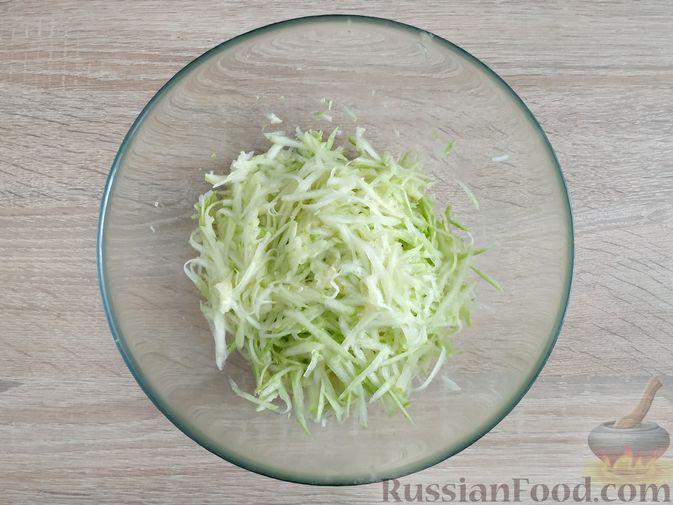Фото приготовления рецепта: Запеканка из кабачка с мясными фрикадельками - шаг №6