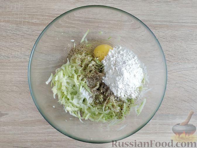 Фото приготовления рецепта: Запеканка из кабачка с мясными фрикадельками - шаг №8