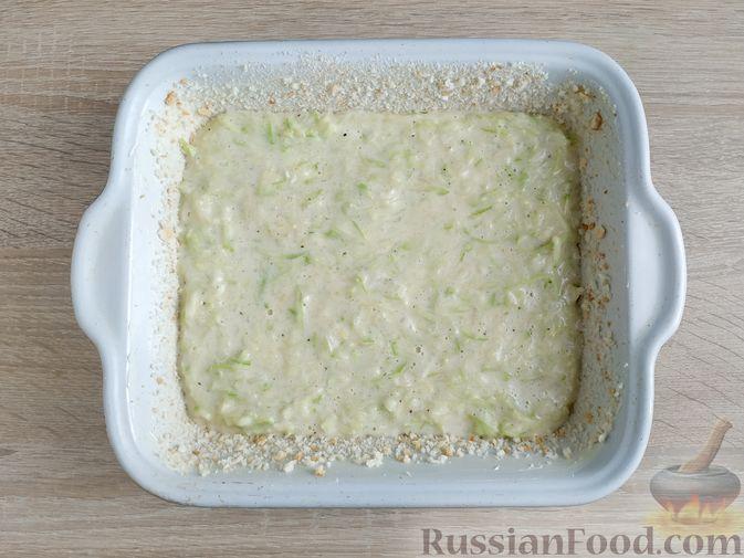 Фото приготовления рецепта: Запеканка из кабачка с мясными фрикадельками - шаг №11
