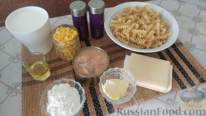 Фото приготовления рецепта: Запеканка из макарон с консервированной рыбой, кукурузой и моцареллой - шаг №1
