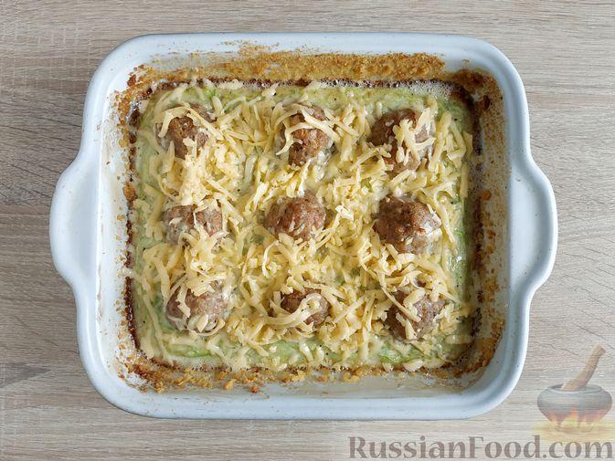 Фото приготовления рецепта: Запеканка из кабачка с мясными фрикадельками - шаг №15
