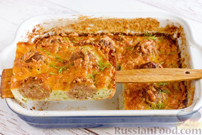 Фото приготовления рецепта: Запеканка из кабачка с мясными фрикадельками - шаг №17