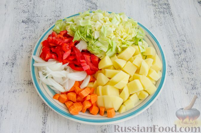 Фото приготовления рецепта: Овощное рагу с мясными фрикадельками, запечённое в рукаве - шаг №2
