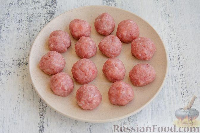 Фото приготовления рецепта: Овощное рагу с мясными фрикадельками, запечённое в рукаве - шаг №5