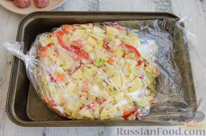 Фото приготовления рецепта: Овощное рагу с мясными фрикадельками, запечённое в рукаве - шаг №6