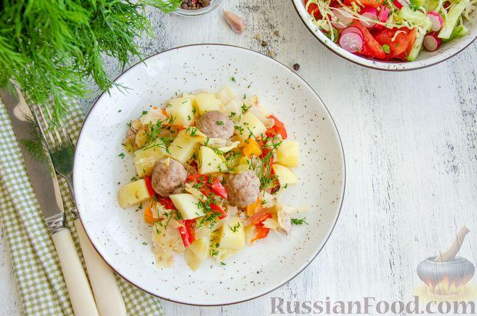 Фото приготовления рецепта: Овощное рагу с мясными фрикадельками, запечённое в рукаве - шаг №9