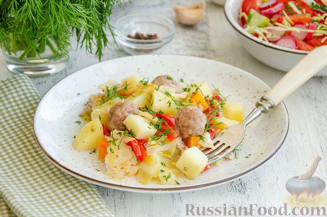 Фото приготовления рецепта: Овощное рагу с мясными фрикадельками, запечённое в рукаве - шаг №10