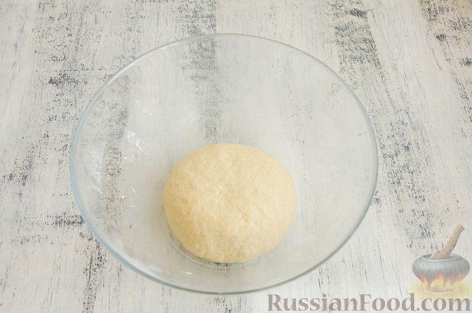 Фото приготовления рецепта: Закуска из творога, с твёрдым сыром, фетой, орехами и гранатом - шаг №9