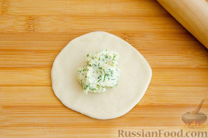Фото приготовления рецепта: Булочки с творогом, сыром и зеленью - шаг №8