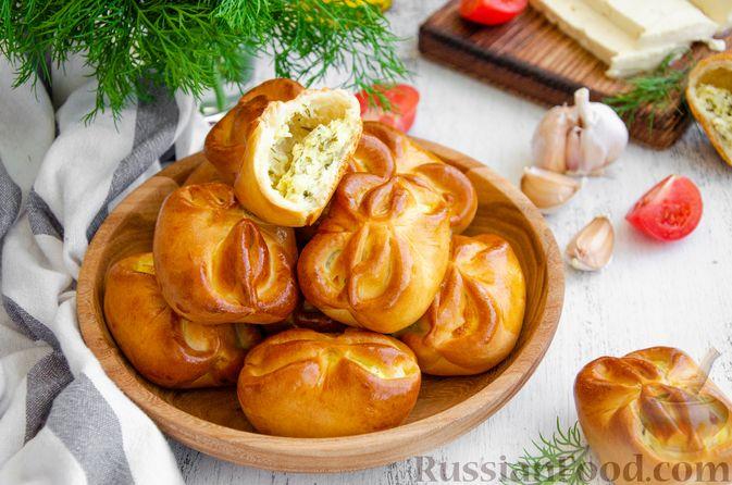 Фото приготовления рецепта: Булочки с творогом, сыром и зеленью - шаг №17