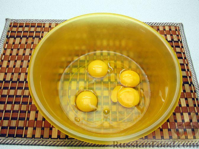 Фото приготовления рецепта: Омлет с морковью - шаг №3