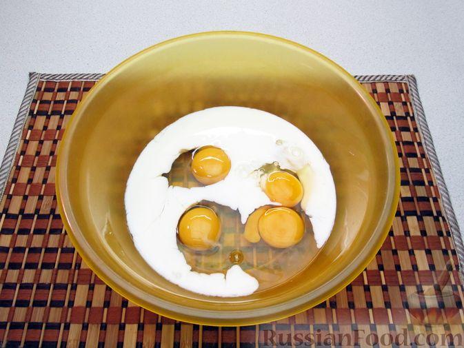 Фото приготовления рецепта: Омлет с морковью - шаг №4
