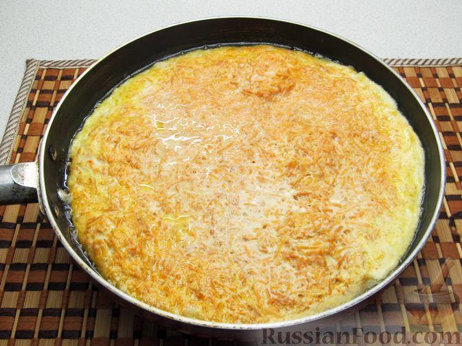 Фото приготовления рецепта: Омлет с морковью - шаг №9