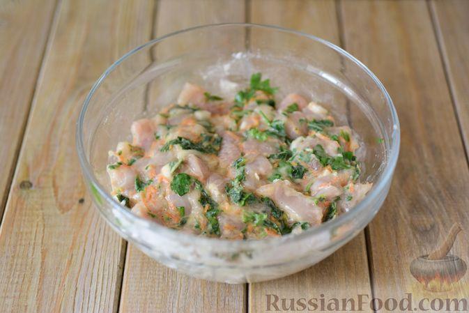Фото приготовления рецепта: Куриные рубленые котлеты с крапивой и петрушкой - шаг №8