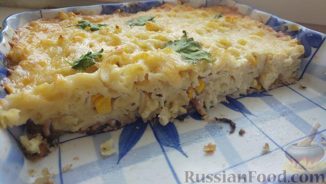 Фото приготовления рецепта: Запеканка из макарон с консервированной рыбой, кукурузой и моцареллой - шаг №18