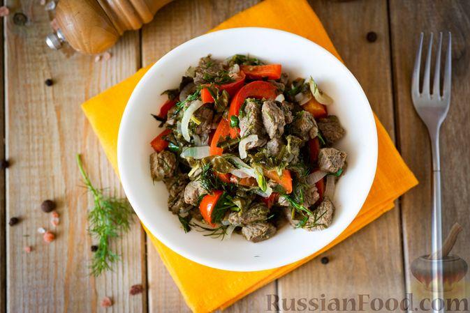 Фото к рецепту: Говядина, тушенная с болгарским перцем и щавелем