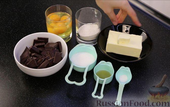 Фото приготовления рецепта: Шоколадный брауни со сливочно-карамельным кремом - шаг №3
