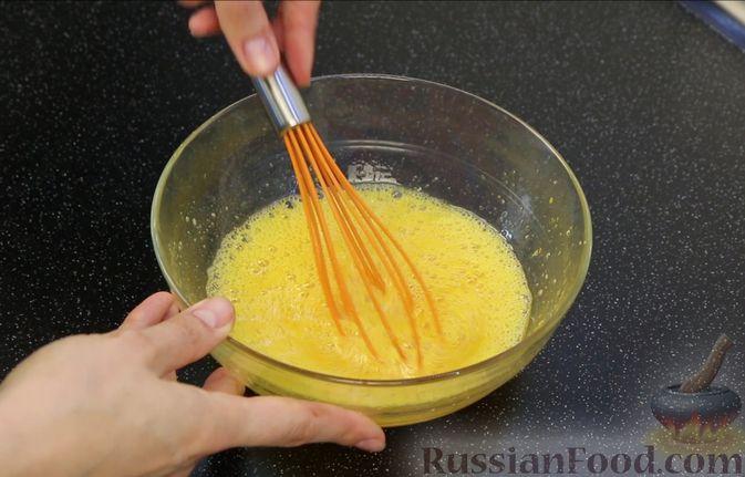 Фото приготовления рецепта: Шоколадный брауни со сливочно-карамельным кремом - шаг №4