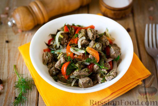 Фото приготовления рецепта: Говядина, тушенная с болгарским перцем и щавелем - шаг №13