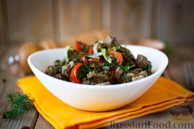 Фото приготовления рецепта: Говядина, тушенная с болгарским перцем и щавелем - шаг №14