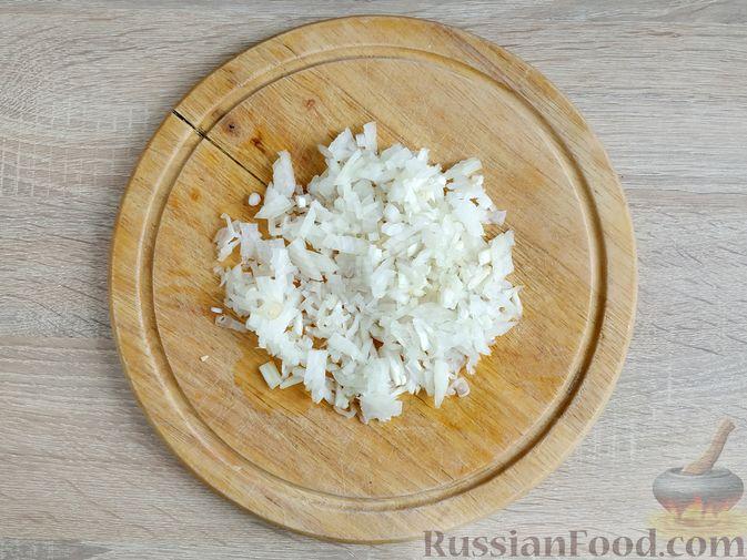 Фото приготовления рецепта: Куриные котлеты с копчёной грудинкой - шаг №3