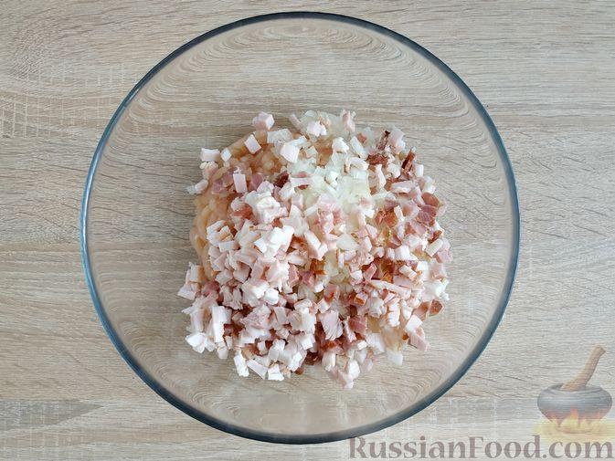 Фото приготовления рецепта: Куриные котлеты с копчёной грудинкой - шаг №6