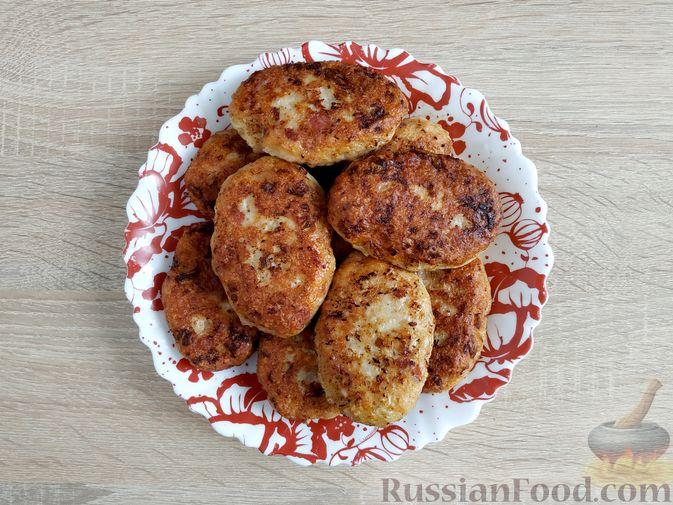 Фото приготовления рецепта: Куриные котлеты с копчёной грудинкой - шаг №13