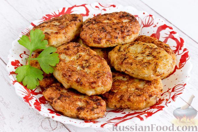 Фото приготовления рецепта: Куриные котлеты с копчёной грудинкой - шаг №14