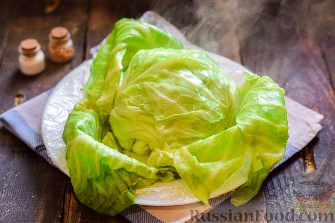 Фото приготовления рецепта: Голубцы с куриным фаршем и сладким перцем, запечённые в томатном соусе - шаг №4