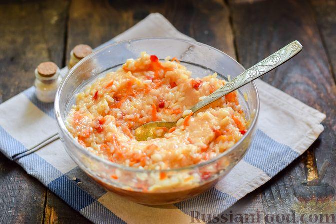 Фото приготовления рецепта: Голубцы с куриным фаршем и сладким перцем, запечённые в томатном соусе - шаг №13