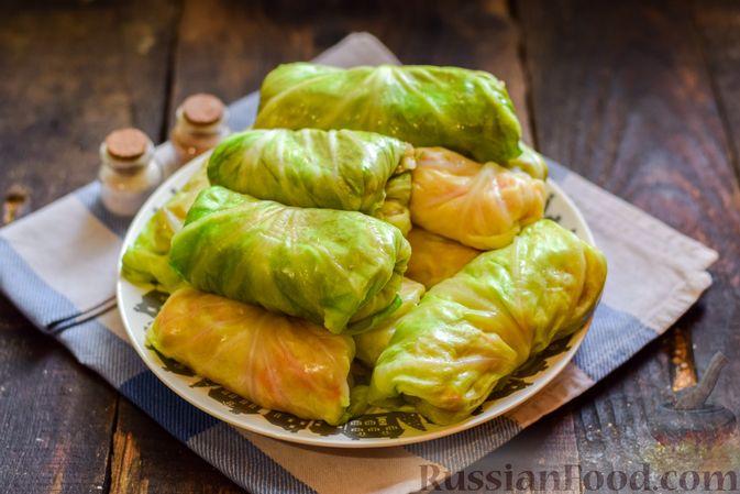 Фото приготовления рецепта: Голубцы с куриным фаршем и сладким перцем, запечённые в томатном соусе - шаг №16