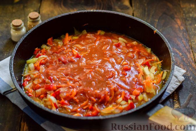 Фото приготовления рецепта: Голубцы с куриным фаршем и сладким перцем, запечённые в томатном соусе - шаг №22