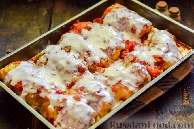 Фото приготовления рецепта: Голубцы с куриным фаршем и сладким перцем, запечённые в томатном соусе - шаг №24