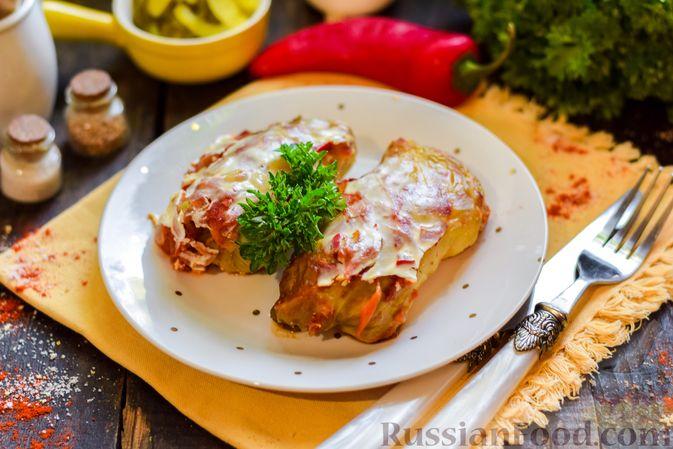 Фото приготовления рецепта: Голубцы с куриным фаршем и сладким перцем, запечённые в томатном соусе - шаг №25