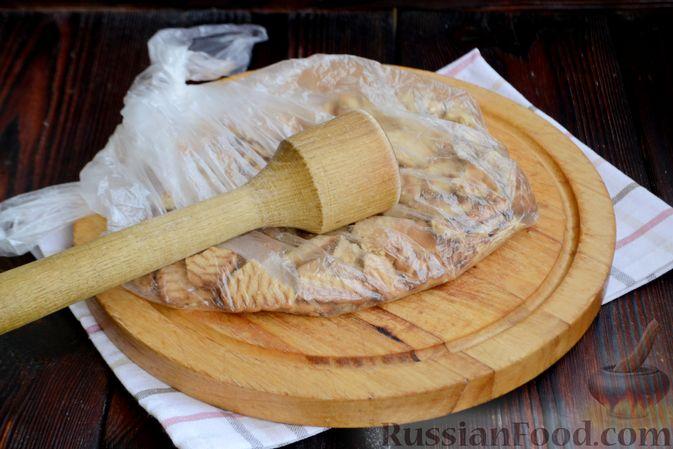 Фото приготовления рецепта: Десерт с печеньем и кремом из сгущённого молока и сливок - шаг №2
