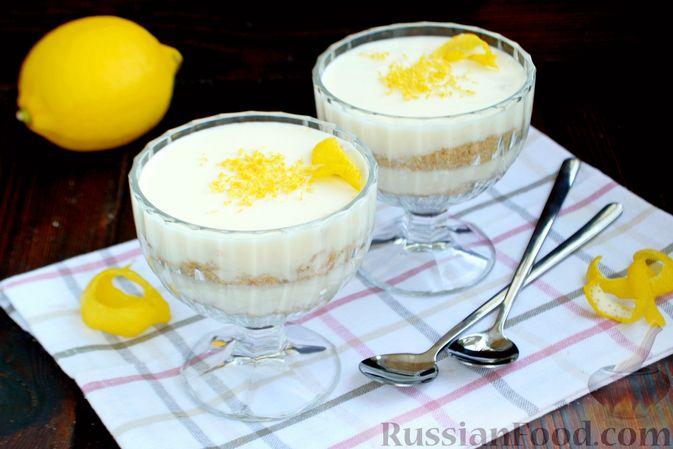 Фото к рецепту: Десерт с печеньем и кремом из сгущённого молока и сливок