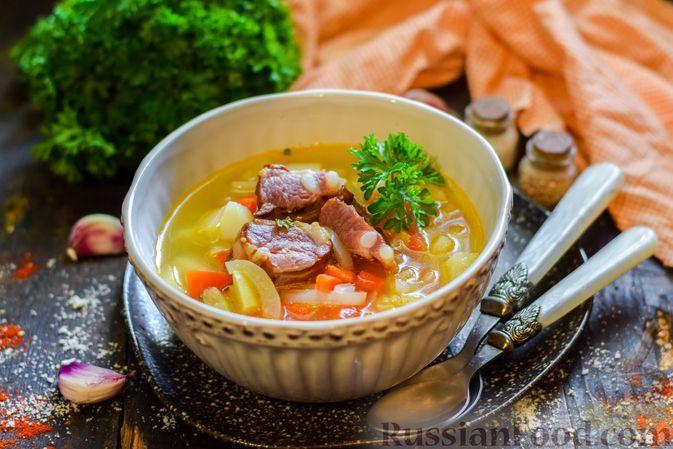 Фото к рецепту: Cуп с копчеными ребрами и кабачками