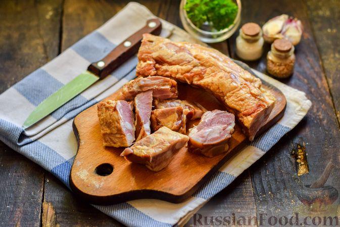 Фото приготовления рецепта: Cуп с копчеными ребрами и кабачками - шаг №3