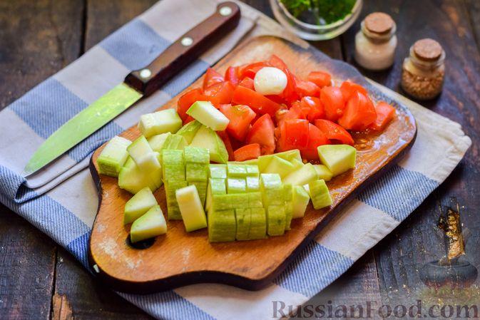 Фото приготовления рецепта: Cуп с копчеными ребрами и кабачками - шаг №6