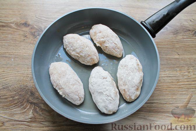 Фото приготовления рецепта: Куриные зразы с творогом и шпинатом - шаг №15