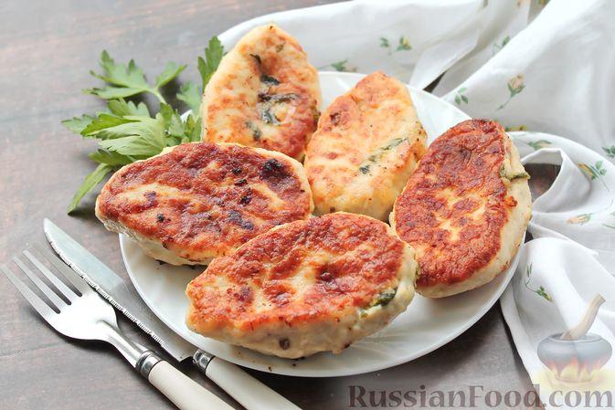 Фото приготовления рецепта: Куриные зразы с творогом и шпинатом - шаг №17