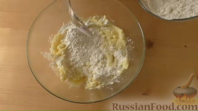 Фото приготовления рецепта: Картофельные лепёшки с грецкими орехами и беконом - шаг №4