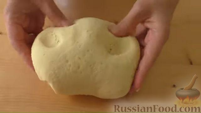 Фото приготовления рецепта: Картофельные лепёшки с грецкими орехами и беконом - шаг №5