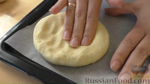 Фото приготовления рецепта: Картофельные лепёшки с грецкими орехами и беконом - шаг №7