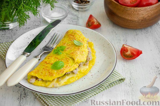 Фото к рецепту: Кабачковые блины с начинкой из мясного фарша и сыра