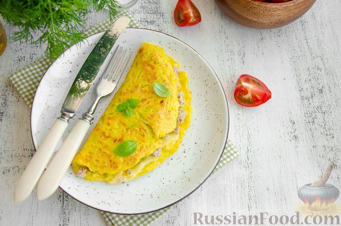 Фото приготовления рецепта: Кабачковые блины с начинкой из мясного фарша и сыра - шаг №12