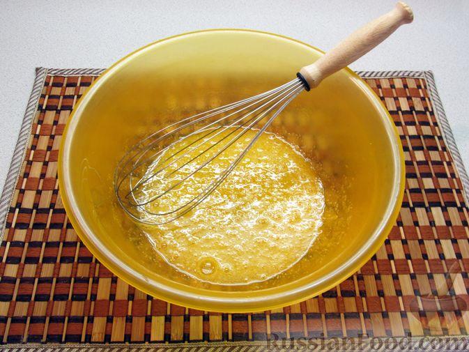 Фото приготовления рецепта: Оладьи на воде - шаг №3