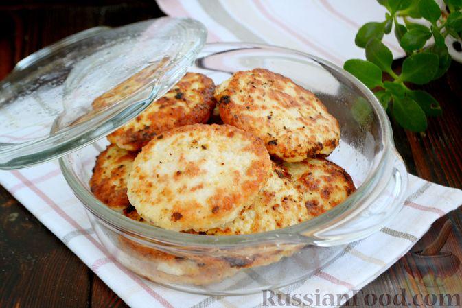 Фото приготовления рецепта: Куриные котлеты с салом и майонезом - шаг №9